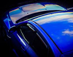 高級感・深みのあるガラス光沢と驚異的な耐久性